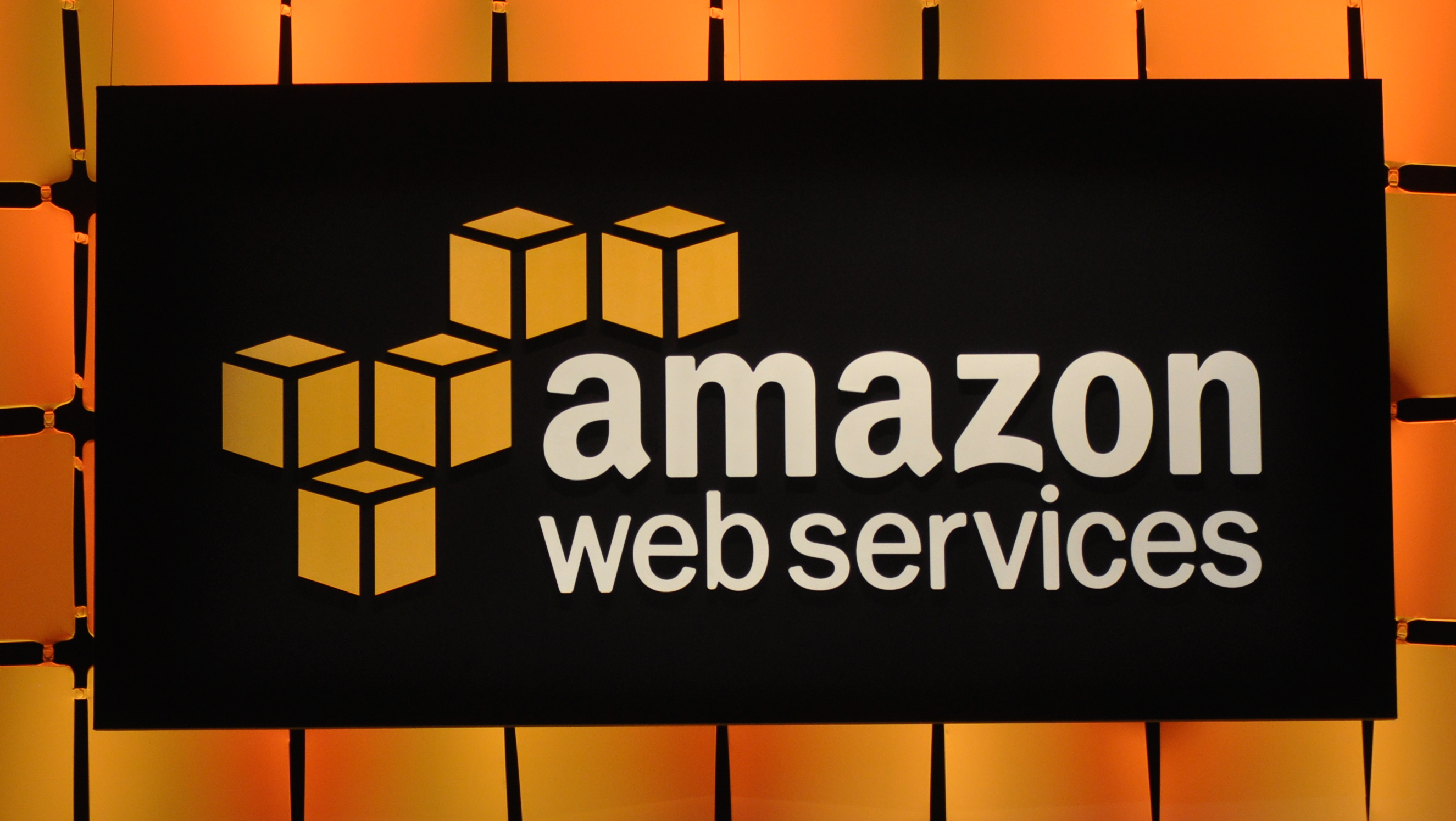 analyst warns apple may ditch amazon web services taking