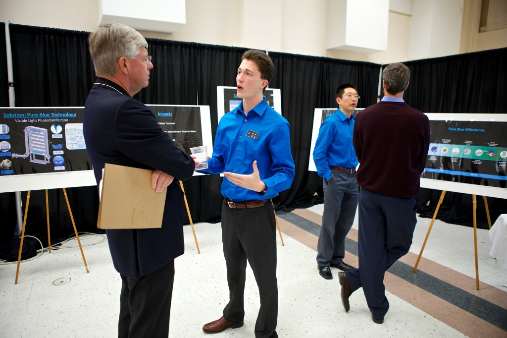An EIC participant pitches an investor at last year's Demo Day. Photo courtesy of the UW.