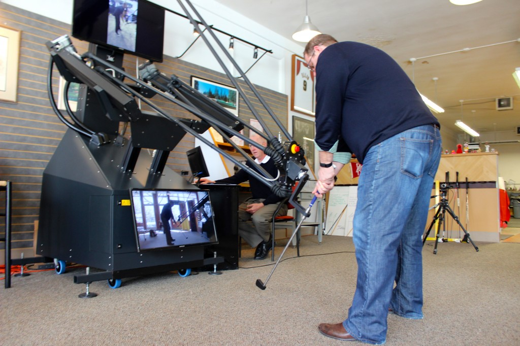 GeekWire's Daniel Rossi tries out RoboGolfPro at RedBird Sports in Seattle.