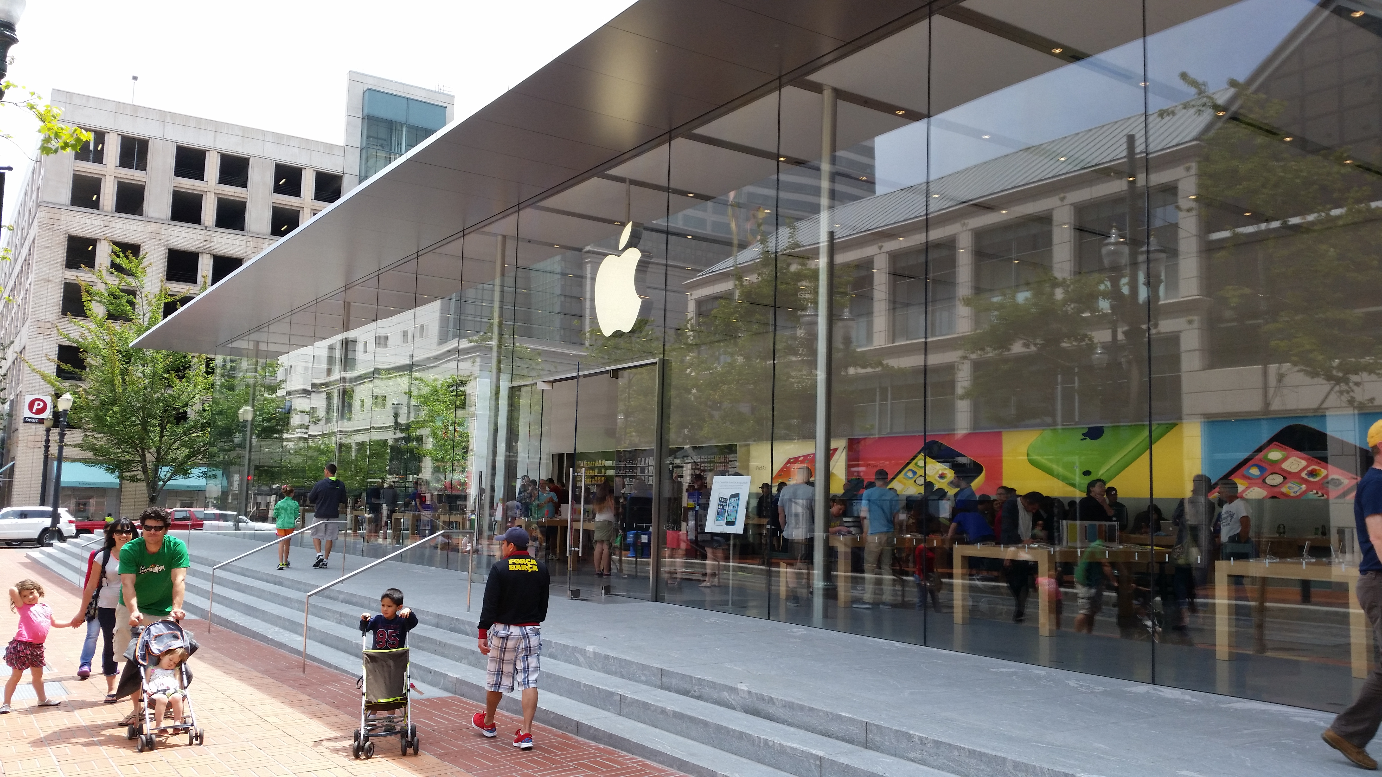 Video: Apple's massive retail store in Portland dwarfs the Microsoft shop next door