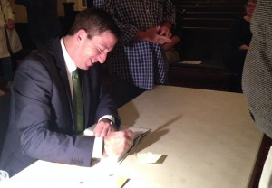 Glenn Greenwald signs books after his talk. (Photo: Monica Guzman)