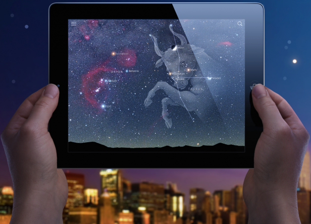 A person holds their iPad up to the sky, with Sky Guide running