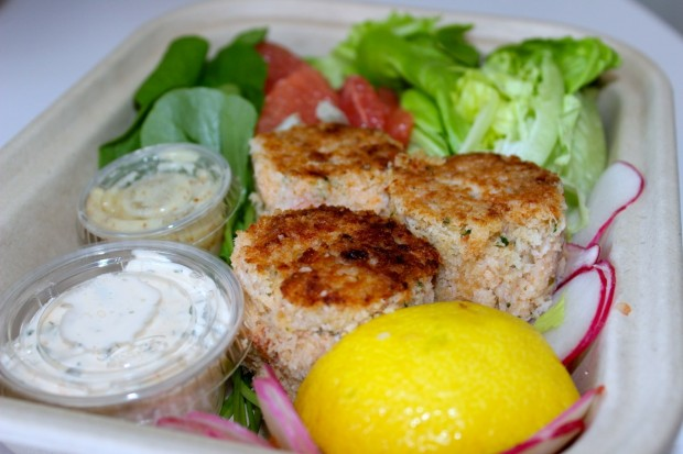 Munchery delivers meals prepared by professional cooks, like these Louisiana Crab Cakes.
