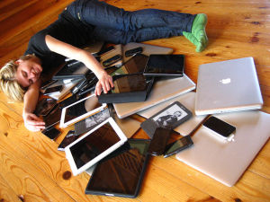 By Jeremy Keith (Flickr: Cuddling with multiple devices) [CC-BY-2.0 (http://creativecommons.org/licenses/by/2.0)], via Wikimedia Commons