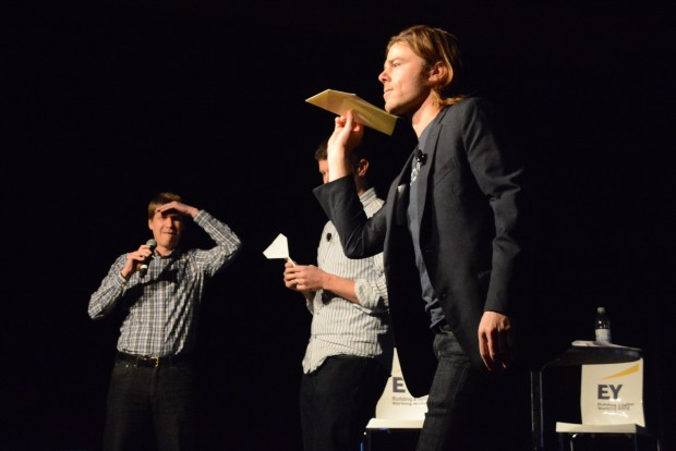 Dan Price paper airplane - Startupday 2015 (2)