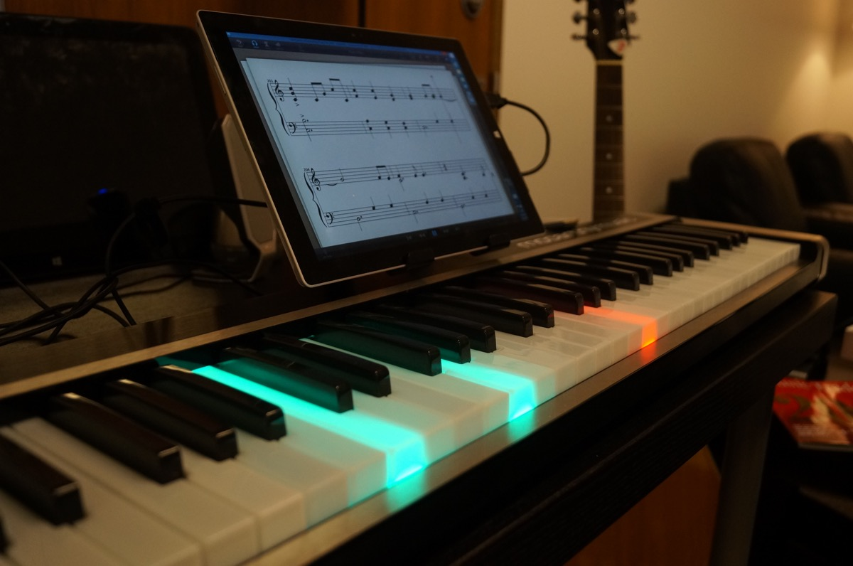 New 'Illuminating Piano' works with iPad or Windows to light the way