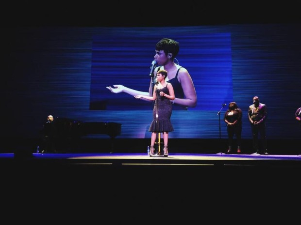 "Jennifer Hudson performing ""hallelujah"" at the Starbucks annual meeting."