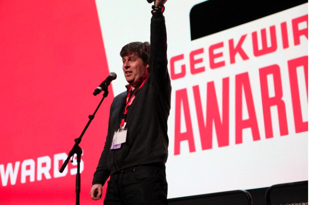 Oren Etzioni accepting the Hire of the Year award at the 2014 GeekWire Awards.