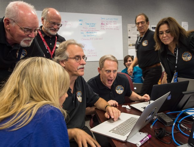 New Horizons team looks at pictures