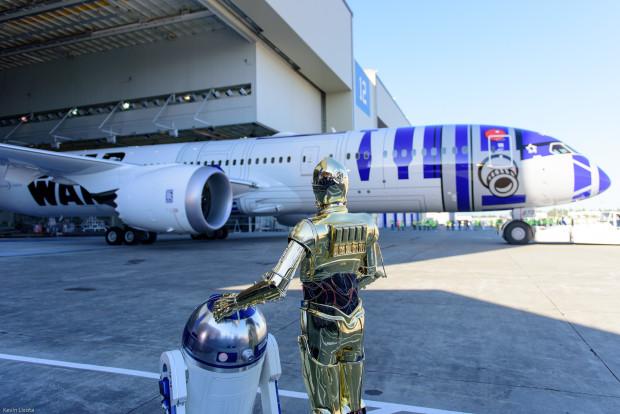 R2 and C-3PO admire Boeing's handiwork