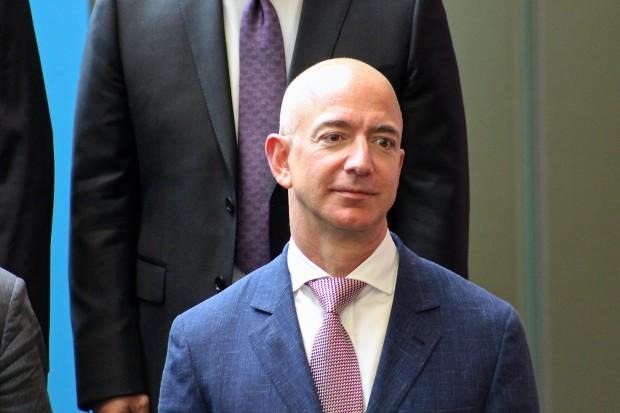 What Amazon's Jeff Bezos said to a private gathering of tech CEOs last ...