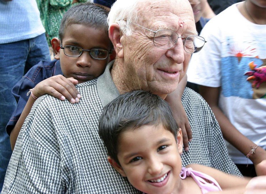 Bill Gates Sr. at the Naz Foundation Trust in New Delhi, India in September 2004. Photo: Prashant Panjiar – AVAHAN.