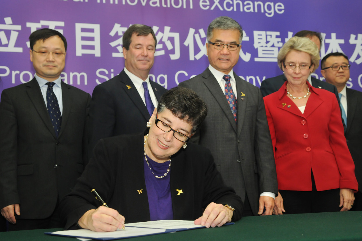 UW President Ana Mari Cauce signs an agreement with Tsinghua University in Beijing creating an integrated degree program through GIX. (Dan Schlatter/University of Washington)