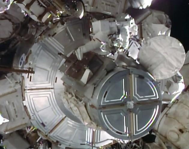 Kopra spacewalking