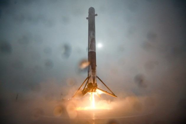 SpaceX's Falcon 9 first-stage rocket booster descends toward a landing on an oceangoing platform in the Pacific Ocean after the Jason 3 launch. SpaceX says the rocket tipped over due to a landing-leg failure. (Credit: SpaceX)