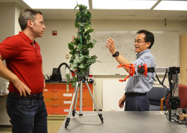 Robotic device for picking apples being developed at WSU. Photo: WSU.