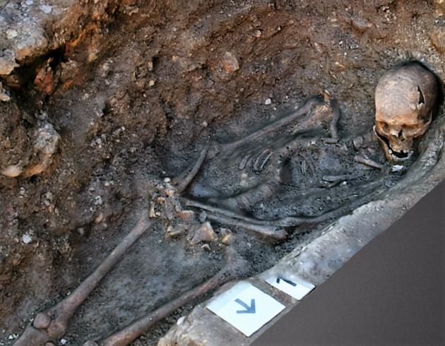 Richard III in grave