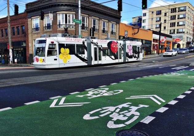 A Seattle Streetcar on Capitol Hill's Broadway. (Kurt Schlosser / GeekWire)