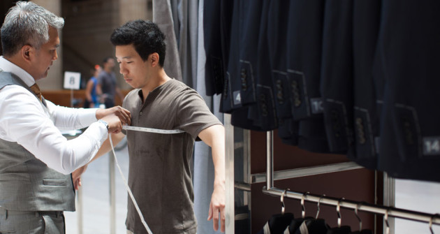 A tailor in Indochino's pop-up store. (GeekWire File Photo.)