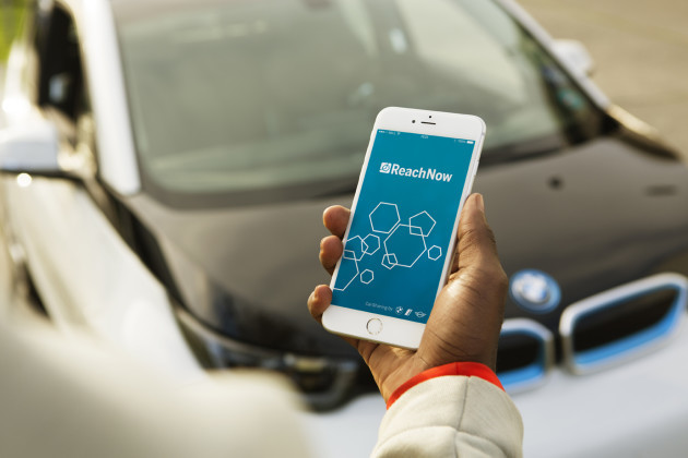 Reachnow Installs New Bmw Electric Car Chargers On Street Lamps