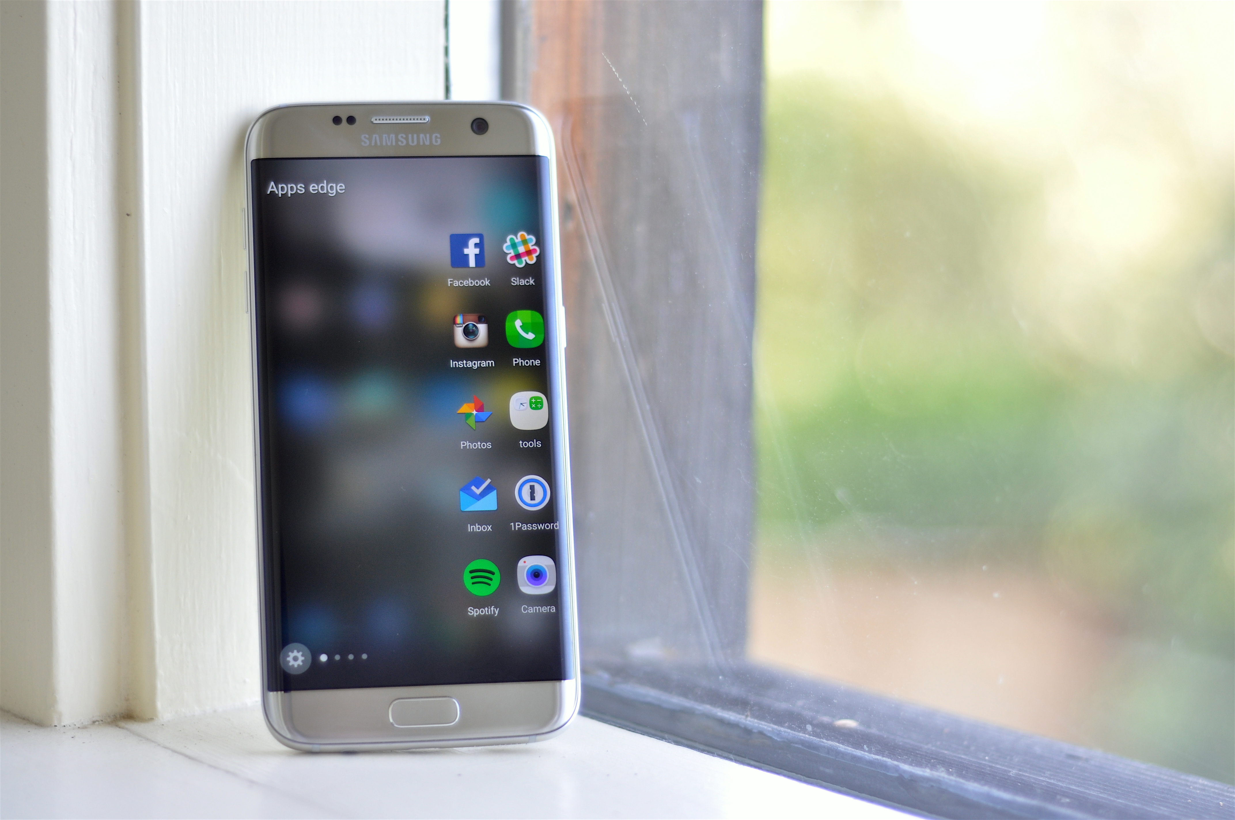 People are selling samsung galaxy s6 clones - Samsung Galaxy S7 Edge