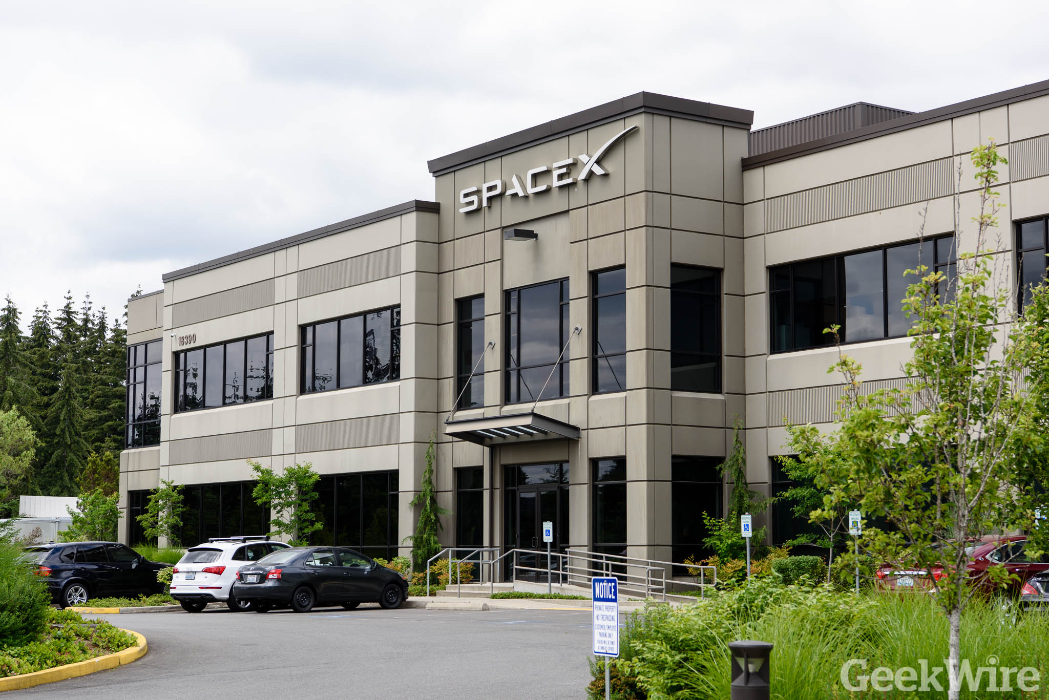 SpaceX files plan with FCC for satellite broadband network