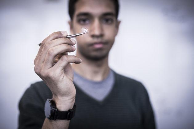 Smart contact lens using interscatter tech