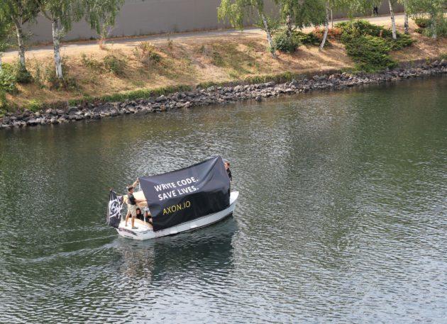 Axon boat