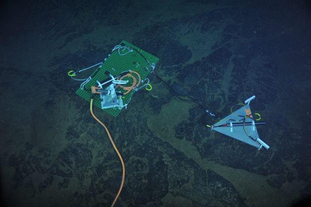 Seismic station on seafloor