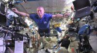 Mannequin Challenge in orbit