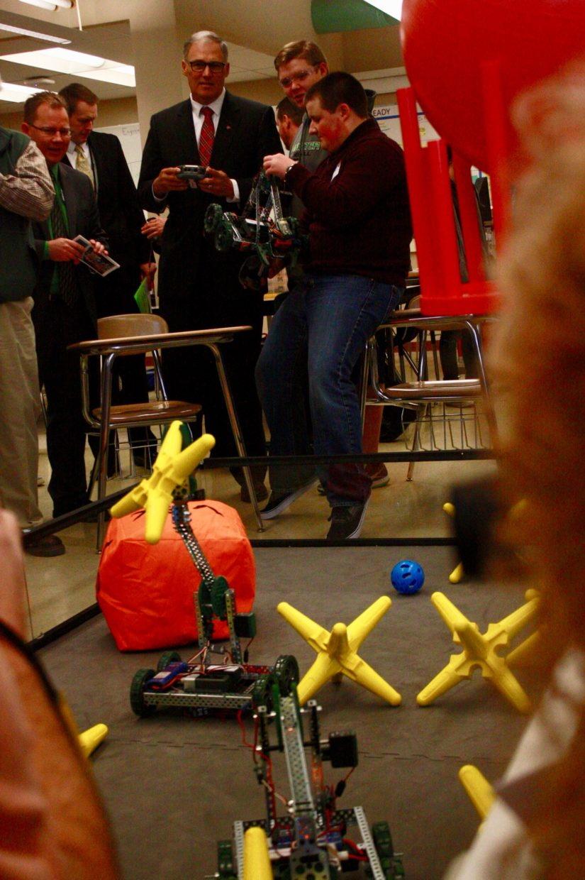 Gov. Jay Inslee gets a robotics demonstration today at Tumwater (Wash.) High School. (John Stang Photo)