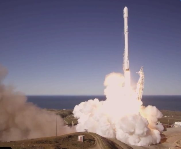 SpaceX launches 1st rocket since explosion in Florida