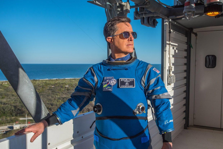 Tv Host Stephen Colbert Dons Boeing S Spacesuit For