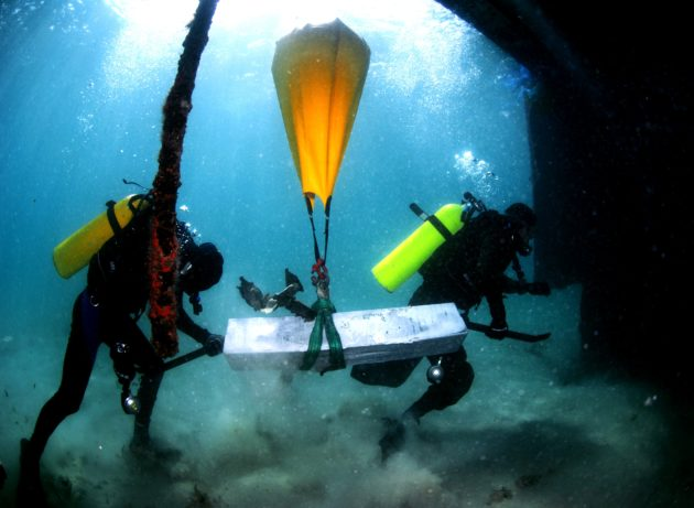 Underwater lifting bag