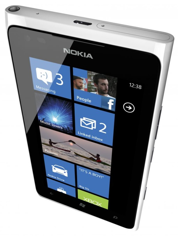 700-nokia-lumia-900-white-home-screen