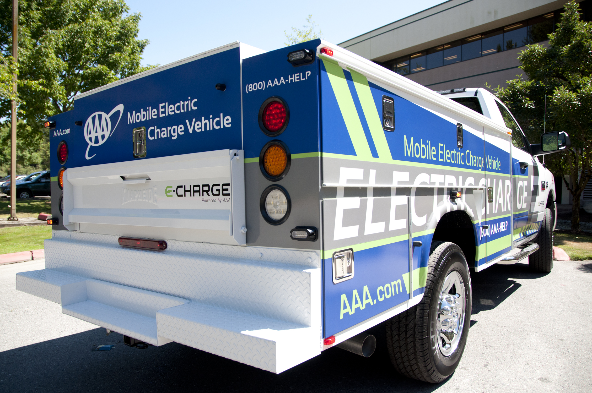 Out of juice AAA debuts Washington roadside charging service for
