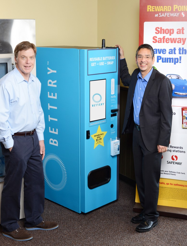 Bettery co-founders Charlie Kawasaki and Bill Coleman and the newly installed Bettery Swap Station at the Safeway store in Kirkland, Wash. Photo via Bettery.