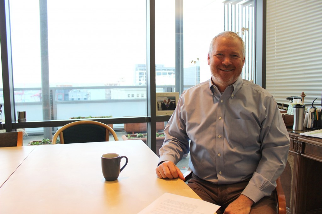 Outgoing Seattle Mayor Mike McGinn is in favor of a publicly-owned broadband network.