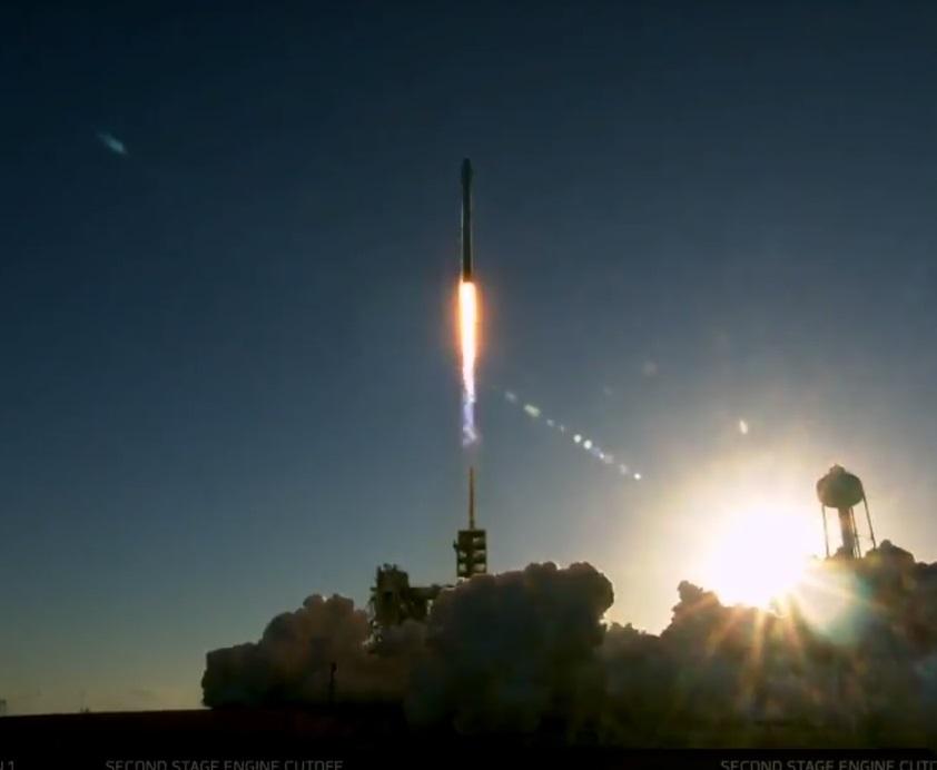 SpaceX Falcon 9 rocket sends Inmarsat telecom satellite to ...