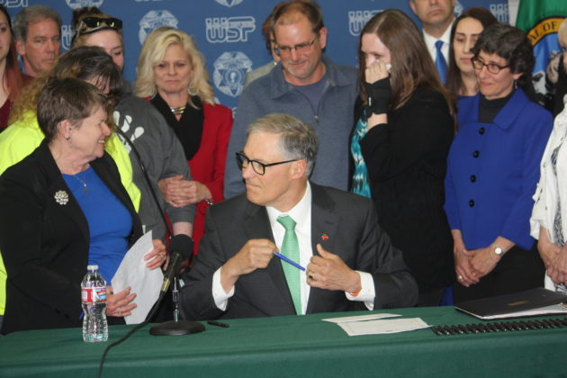 Inslee signs bill to OK fees for electronic public records