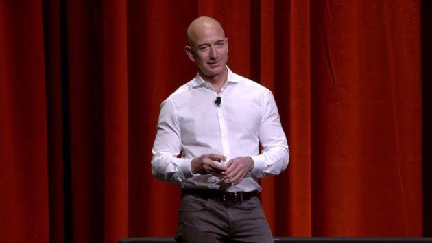 Un brave employé d'Amazon interroge Bezos; Aperçu des prix Newstrotteur; La contribution de Peter Sagal – Newstrotteur irrelevance excruciating decline 630x354