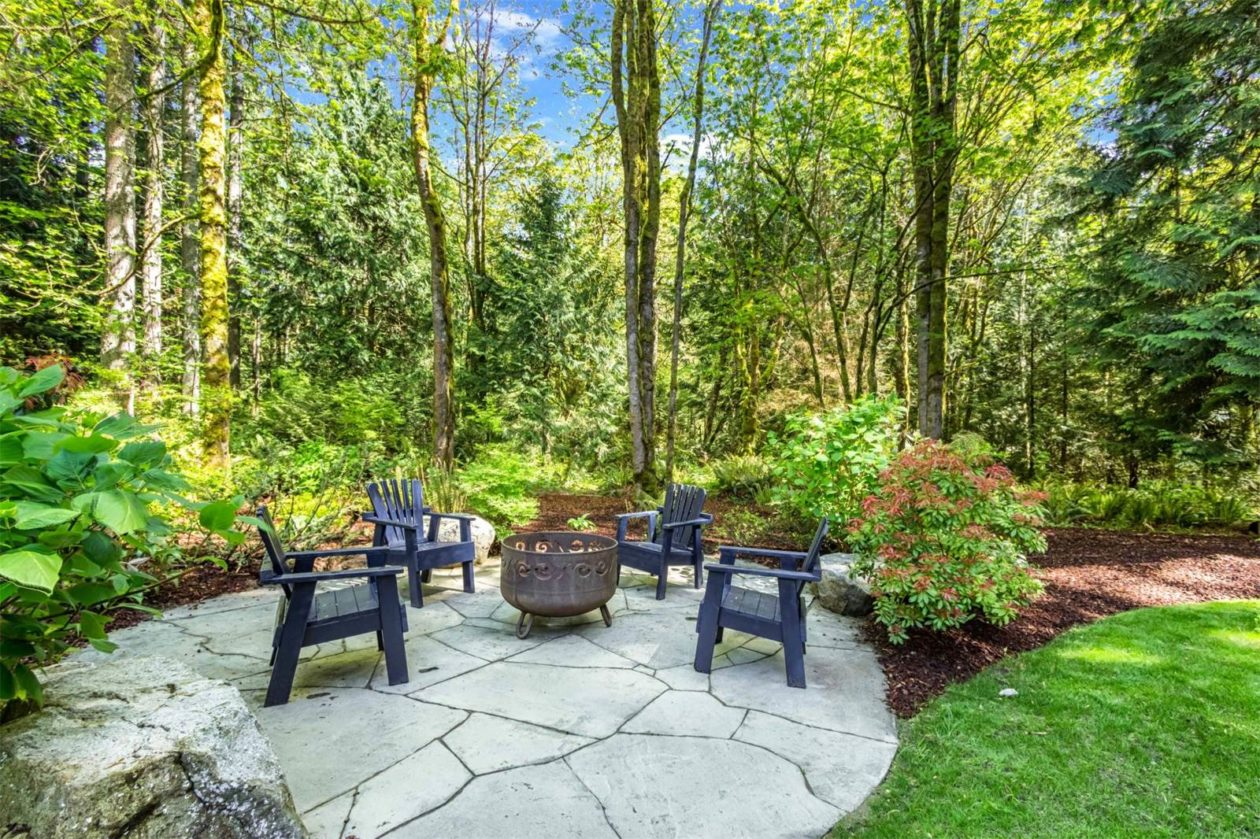 Mature Landscape With Large Lawn, Gardens, Flagstone Patio And Easy Access  To Acres Of Open Space, Trails U0026 Nearby Waterfront Parks!