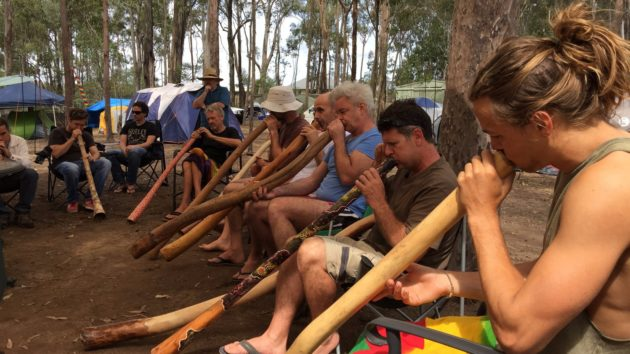 Didgeridoo players