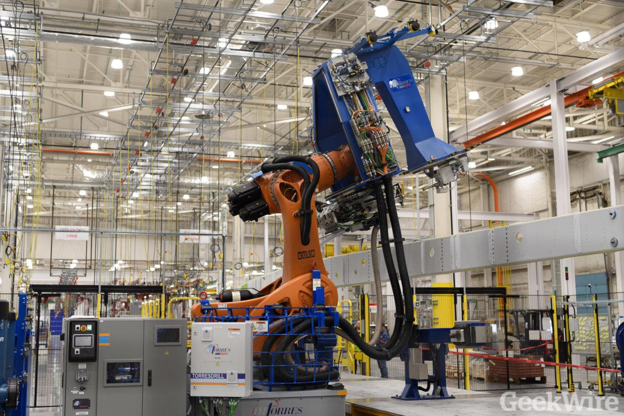 Spar assembly robot