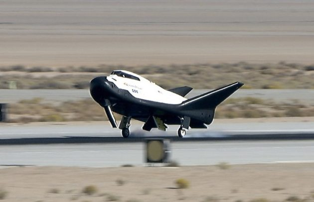 Mini-shuttle glides to safe landing in desert test flight