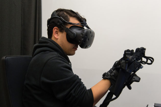 HaptX reveals high-tech haptic gloves that let you feel and touch in virtual reality – GeekWire - IMG 1476 630x420 - HaptX reveals high-tech haptic gloves that let you feel and touch in virtual reality – GeekWire