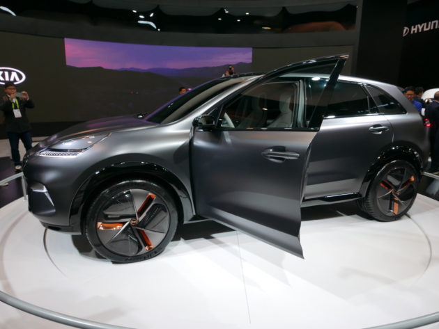 Photos Its Not A Car Show But CES Sure Is A Showcase For Some - Cool kia cars
