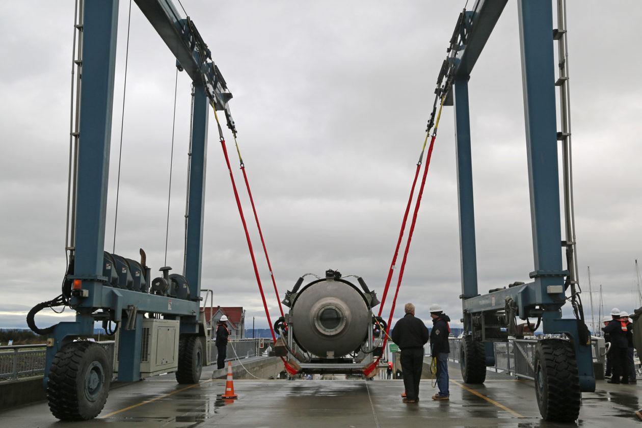 Titan lowered onto platform