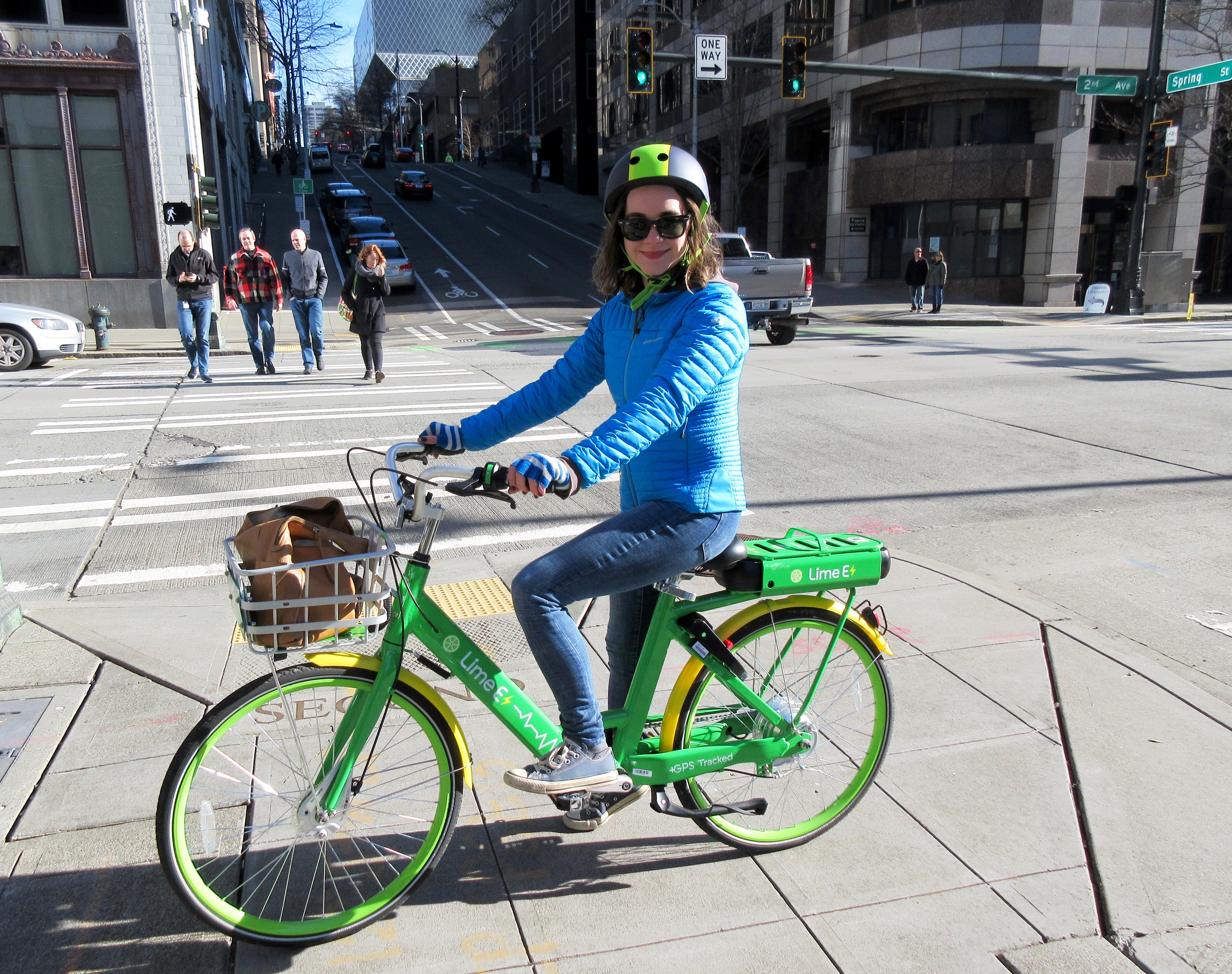 I rode an electric LimeBike around downtown Seattle — and up a hill