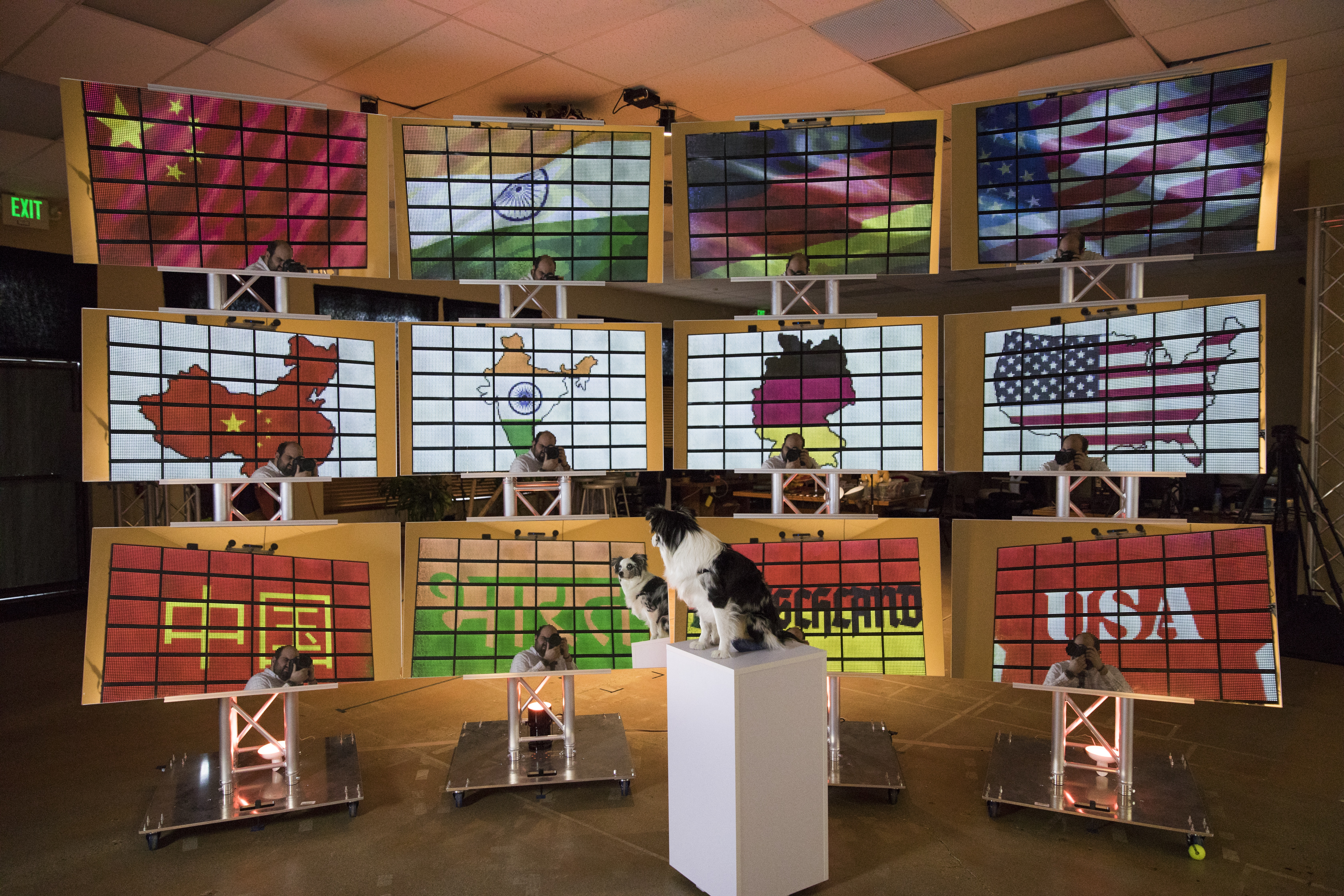 Mind Bending New Screen Technology Uses Magic Pixel To Display Dc Ac Virtual Lab Online Geeks Thats Actually Just One Reflected In An Array Of Mirrors This Photo From Startup Misapplied Sciences Inc Show How A